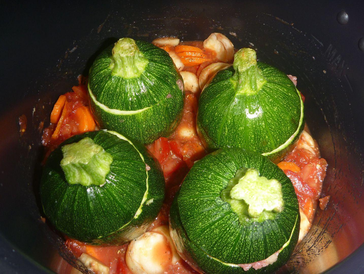 Recette COOKEO - Courgettes farcies sauce légumes - 7 pp (6 SP) sur on