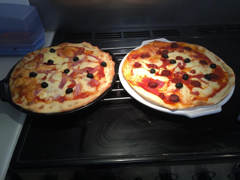 recette pate a pizza recette pizza sur cuisineravectm5 blog de cuisine de marina. Black Bedroom Furniture Sets. Home Design Ideas