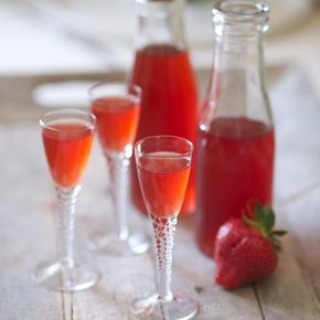 recette vin de fraises sur la cuisine de lili blog de cuisine de slili34. Black Bedroom Furniture Sets. Home Design Ideas