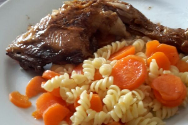 Recette Poulet mijoté aux carottes accompagné de pâtes