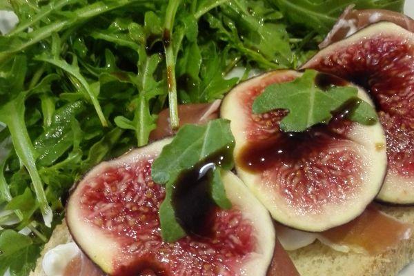 Recette Bruschetta  jambon ricotta figues