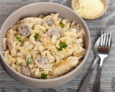 Recette Macaroni au poulet, sauce champignon vache qui rit COOKEO