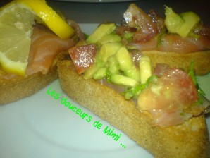 TOAST AVOCAT SAUMON