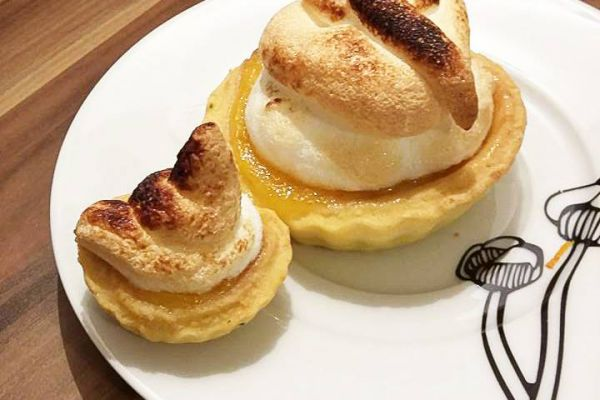 Tartelette à la crème l'orange meringuée au romarin