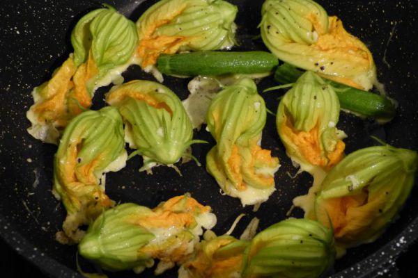 Des fleurs de courgette poêlées