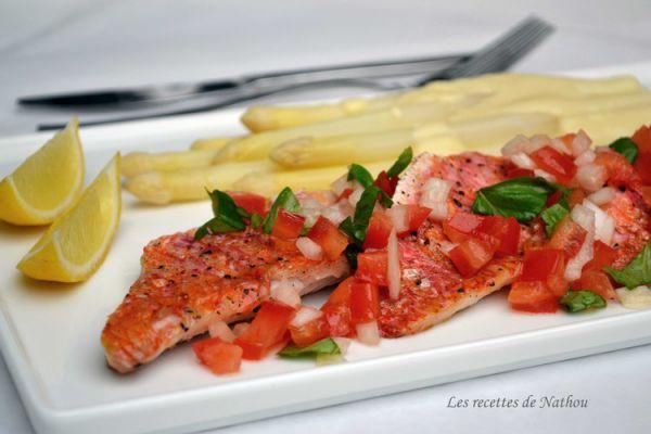 Filets de rouget et sauce vierge, asperges blanches et sauce hol