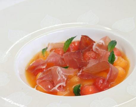 Soupe glacée de melon et pastèque au miel et Jambon sec de l'A
