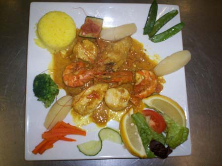 MELI MELO DE SAINT JACQUES,GAMBAS,LOTTE, AU GINGEMBRE ET CURRY