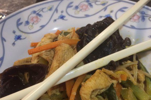 Recette Nouilles chinoises au poulet et champignons noirs