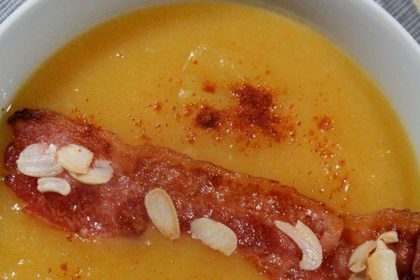 Recette Soupe butternut curry et amandes chips lard