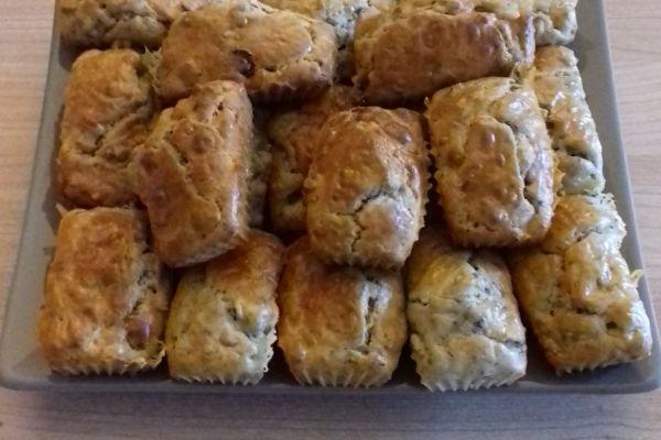 Minis cakes roquefort, raisins et noix