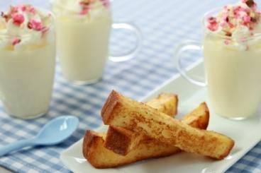 Recette Panna cotta au lait d'amande avec son émulsion de pralines rose