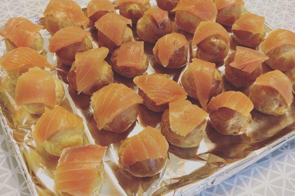 Recette Petits choux au saumon et à la chantilly aux agrumes