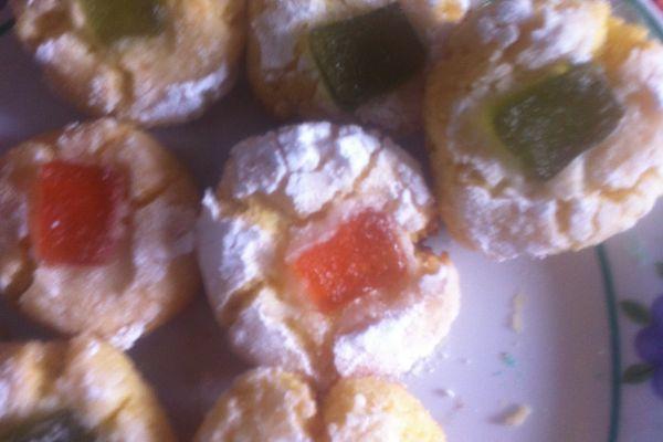 Recette Petits gateaux craquelés à la semoule/noix de coco/eau d'orang