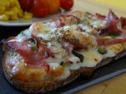 Bruschetta jambon tomate mozarella