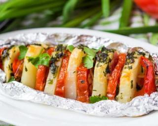 Recette Brochettes de pommes de terre et tomates au persil cuites au bar