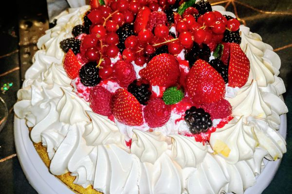 PAVLOVA AUX FRUITS ROUGES GOURMANDE