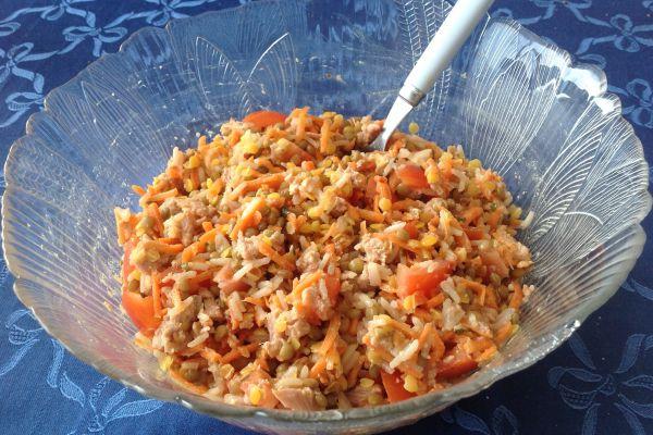 Salade colorée aux graines et légumes
