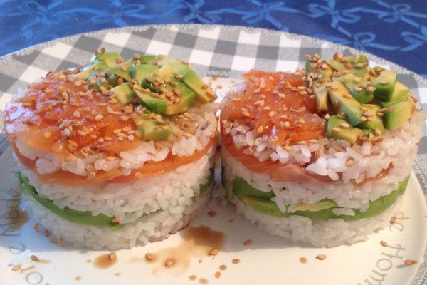 Sushis cake saumon fumé / avocat - 10 pp (10 SP)