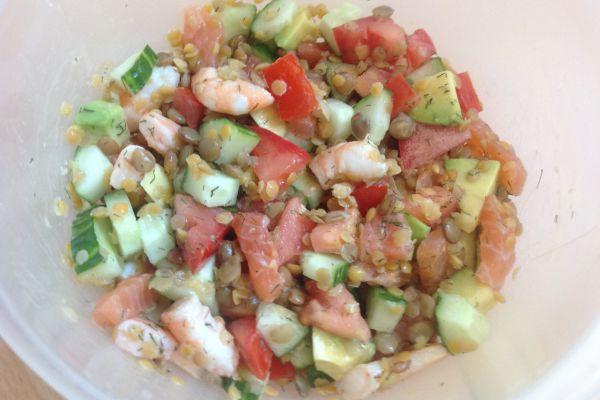Recette Salade aux deux lentilles, saumon, crevettes et avocat
