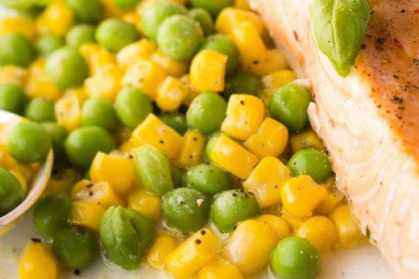 Recette Saumon au maïs et petits pois COOKEO