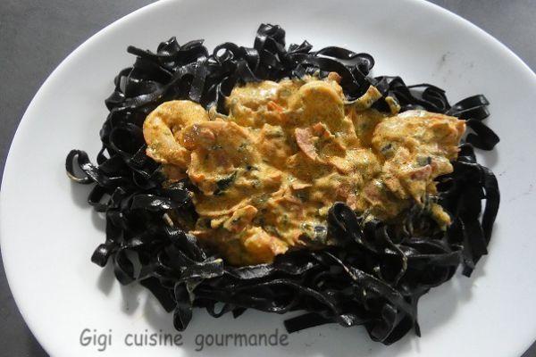 Tagliatelles encre de seiches chorizo et crevettes