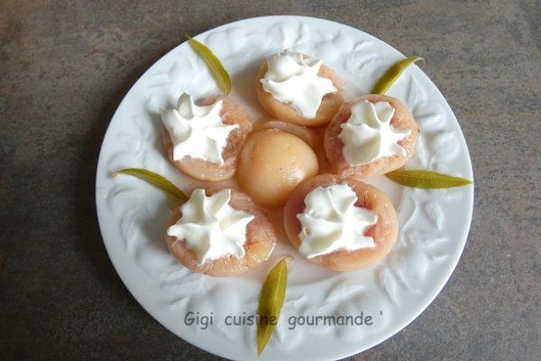 Pêches pochées à la verveine citronnelle