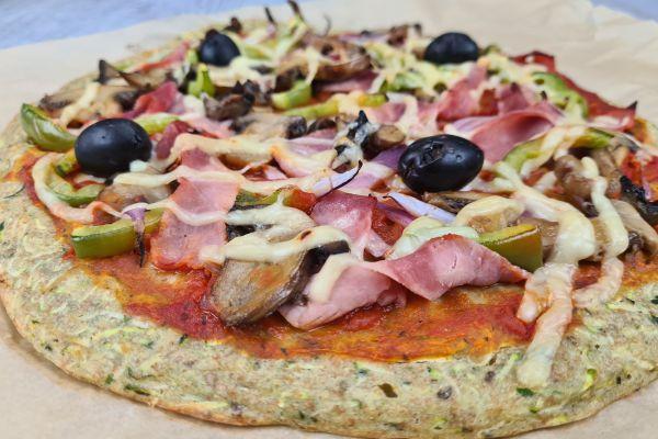 Pizza healthy sur base à la courgette