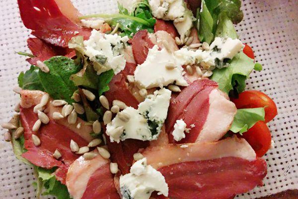 Recette Salade Magret de canard fumé aux 2 fromages