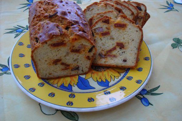 Cake aux olives, chorizo et saucisson