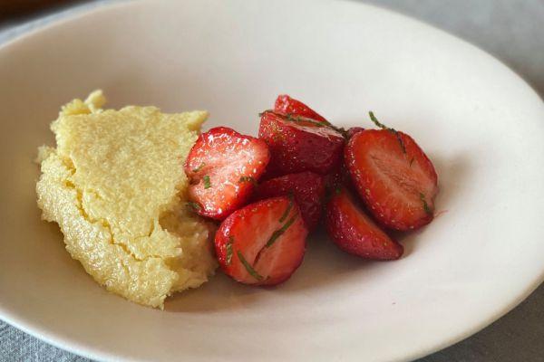 Flan coco et fraises mentholées de Cyril Lignac
