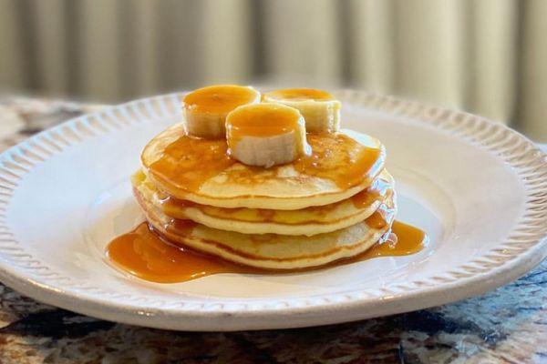 Recette Pancakes à la banane et sauce caramel de Cyril Lignac