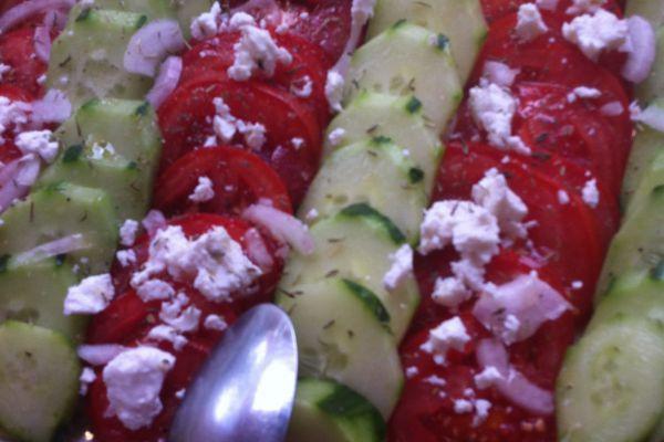 Recette Salade concombres-tomates-chevre et miel