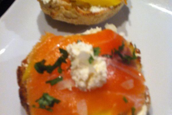 Toasts mangue-saumon fumé